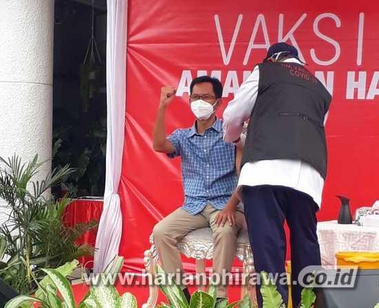 Berangkat Vaksinasi Covid-19, Ketua DPRD Surabaya Berbekal Sarapan Nagasari