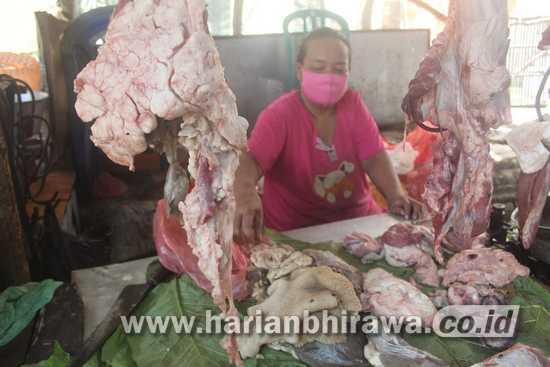 Omset Pedagang Daging Merosot Hingga 60 Persen Selama Pandemi di Jombang