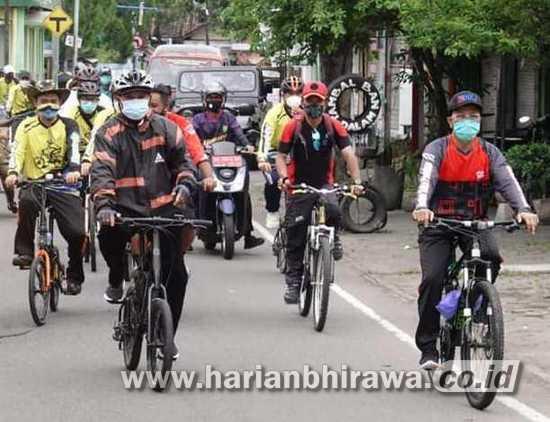 Wali Kota Madiun Cek Lokasi Pembangunan Sambil Bersepeda