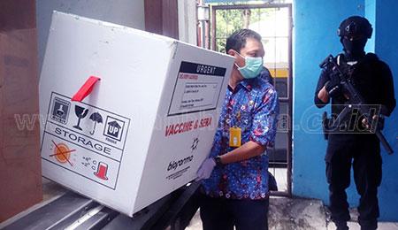 Gubernur Jatim Pastikan Vaksin Halal dan Aman