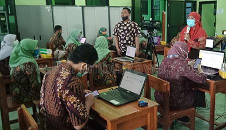 Guru SMK Plus NU Dilatih Pengimbasan AKM