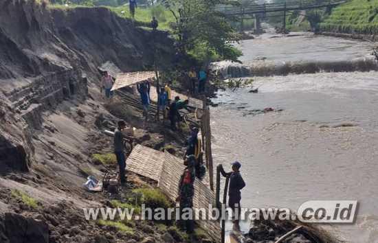Kodim 0814 Jombang Karya Bakti Perbaiki Tanggul Sungai Konto