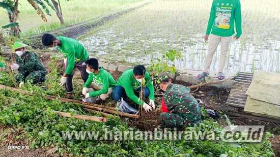 Karya Bakti, Posramil 0813-18/Gayam Bersama Masyarakat Tanam Ribuan Pohon