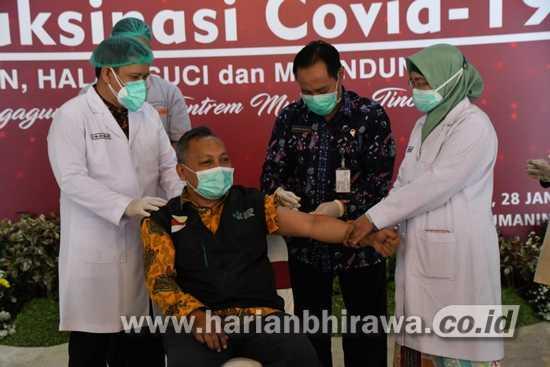 13 Pejabat dan Tokoh Disuntik Vaksin Covid-19 di Pendopo Tulungagung