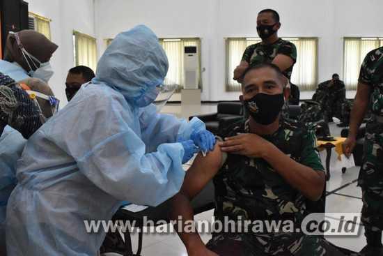 Prajurit Korem 084/BJ Terima Vaksin Influenza dan Pneumonia