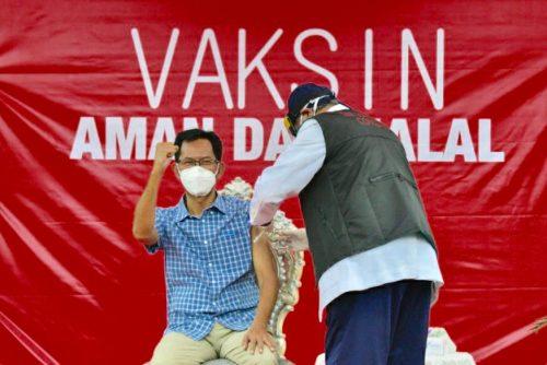 Cerita Ketua DPRD Surabaya Sebelum Divaksin, Unduh Aturan Kemenkes hingga Sarapan Nagasari