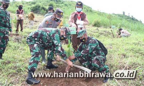 Kodim 0815-Stakeholder Tanam 1.200 Pohon di Rawan Bencana Pacet