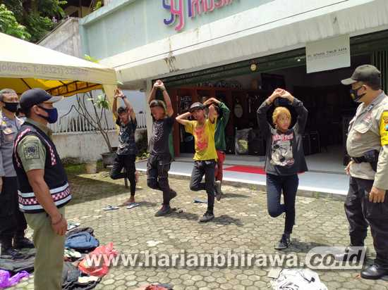 Kedapatan Berkerumun, Sejumlah Anak Jalanan Ditindak Petugas di Jombang