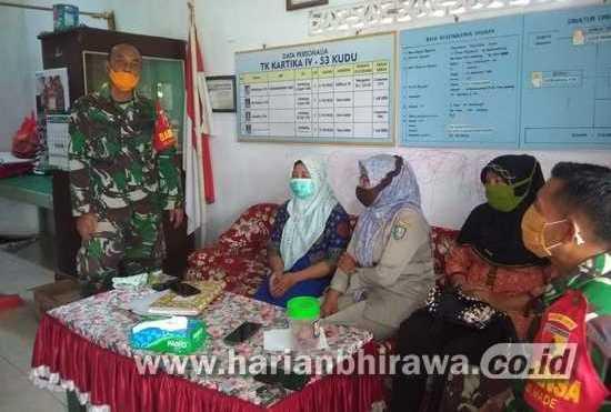 Babinsa Koramil 0814/09 Kudu Sosialisasi Vaksinasi Covid-19 ke Guru dan Warga
