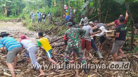Babinsa Koramil 0814/05 Perak Jombang Ajak Warga Cegah Banjir