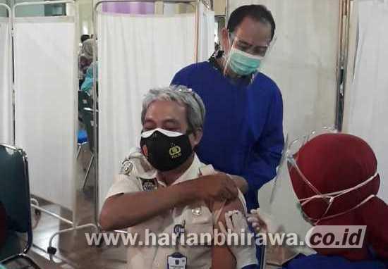Plh Bupati Situbondo Bersama Pimpinan OPD Kompak Ikuti Vaksinasi