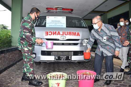 Korem 084/Bhaskara Jaya Peroleh Mobil Ambulance dari BRI