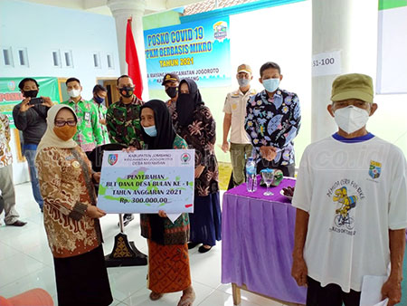 Bupati Jombang Launching Penyaluran BLT-DD 2021 di Dua Desa