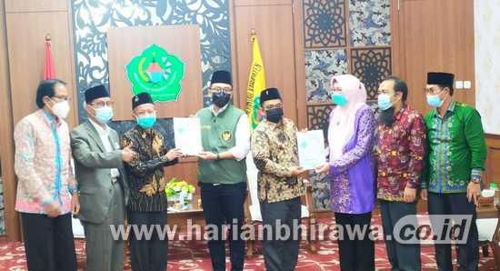 Bupati Pamekasan Terima Naskah Akademik  Pemekaran Kabupaten Pamekasan