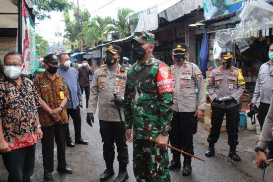Bersama Dandim 0833 dan Kapolresta Malang Sidak Prokes di Pasar Blimbing