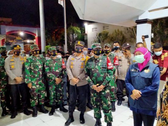 Gubernur Jatim, Pangdam dan Kapolda Pantau PPKM Mikro di Jombang