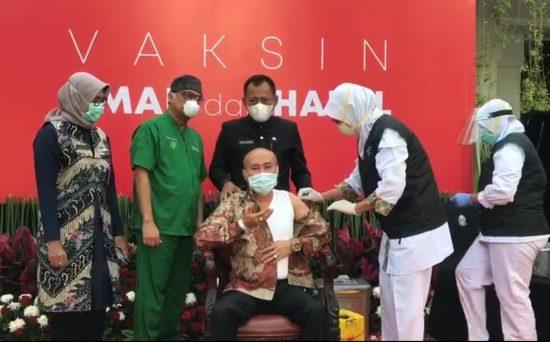 Sekdaprov Sampai Turun Tangan Tenangkan Kadindik Jatim saat Vaksinasi Covid-19
