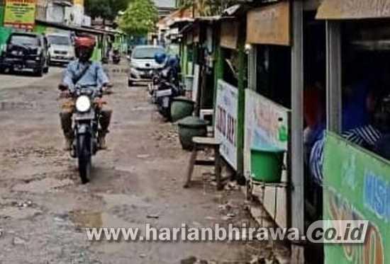Jalan Raden Wijaya Tengah Kota Sidoarjo Rusak Parah