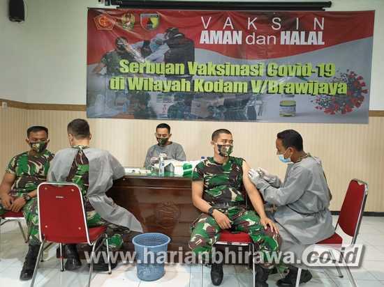 Sukseskan Program Pemkab Lamongan, Personel TNI-Polri Divaksin