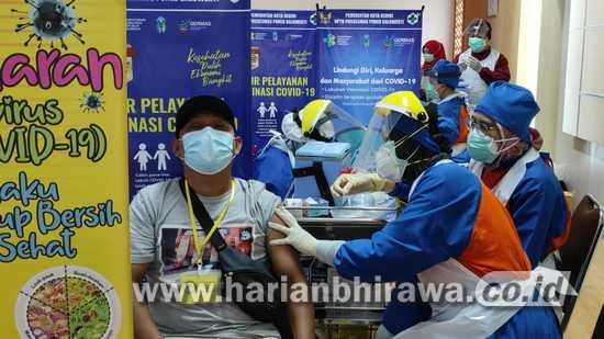 Pastikan Pelaksanaan Vaksin, Wali Kota Kediri Tinjau Vaksinasi Wartawan