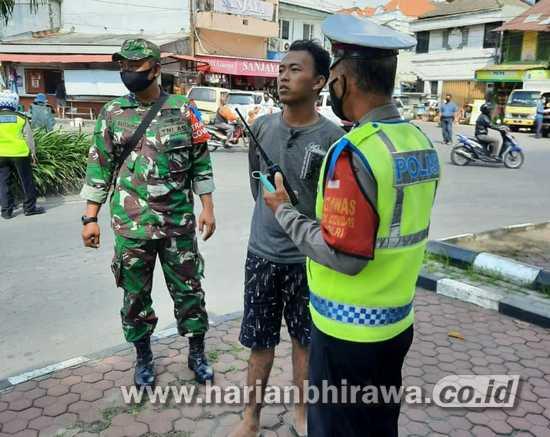 Ramadan Tak Surutkan Koramil Jajaran Kodam V/Brawijaya Tegakkan Prokes