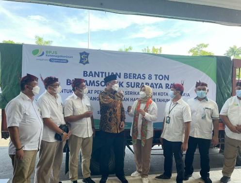 Sambut Ramadan, BPJAMSOSTEK Surabaya Rungkut Salurkan Sembako Beras