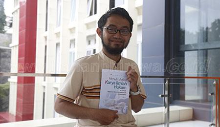 Salahudin Al-Fatih Terbitkan Buku Tips Menulis di Jurnal