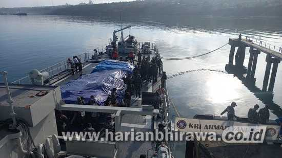 KRI Ahmad Yani Guskamla Koarmada II Angkut Bantuan Bencana NTT