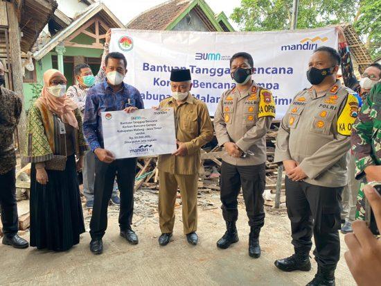Bank Mandiri Salurkan Bantuan Korban Gempa di Kabupaten Malang dan Lumajang