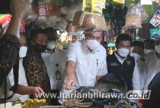 Stabilkan Harga Bahan Pokok di Jatim, KPPU Kanwil lV-Mendag Sidak Pasar