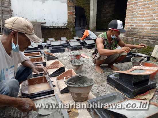 Ramadan, Pengrajin Batu Nisan di Kabupaten Jombang Banjir Pesanan