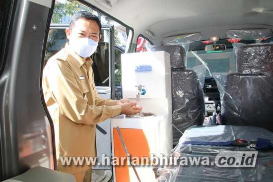Bupati Lamongan Yuhronur Efendi Serahkan 70 Mobil Sehat
