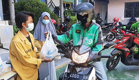 SMP Muhammdiyah 2 Surabaya Bagikan 200 Paket Sembako