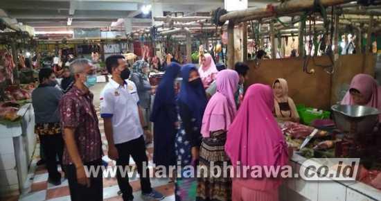 Menjelang Hari Raya, Diskopindag Sampang Gelar Operasi Pasar