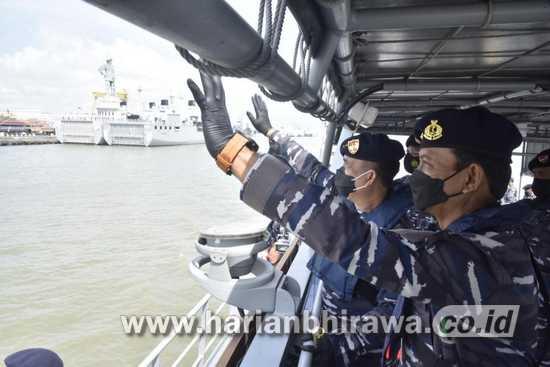 Akhiri Masa Jabatan, Pangkoarmada II Gelar Inspeksi Kapal Perang