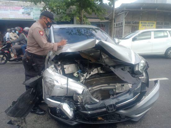 Sopir Mengantuk, Tabrakan Beruntun Terjadi di Jalan Raya Tulungagung-Trenggalek