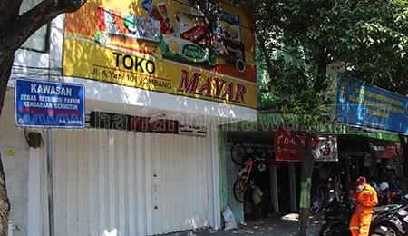 Diduga Karyawan Terpapar Covid-19, Petugas Screening Toko Roti di Jombang