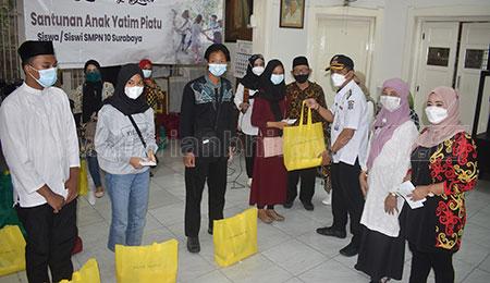 Ikasdasa Gelar Baksos Santuni Anak Yatim Piatu Siswa SMPN 10 Surabaya