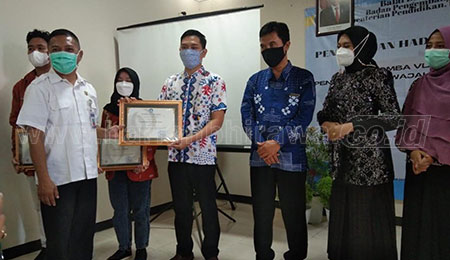 BBJT Beri Penghargaan Lomba Wajah Bahasa Negara di Sekolah