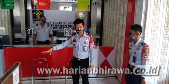 Dilarang Tatap Muka, Pengunjung Rutan Situbondo Dilayani Layar Online