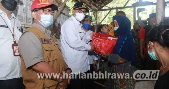Wabup Probolinggo Kunjungi Warga Tinggal di Gubuk Darurat