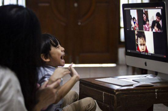 Jaringan Indosat Stabil, Silaturahmi Virtual Menjadi Lebih Lancar
