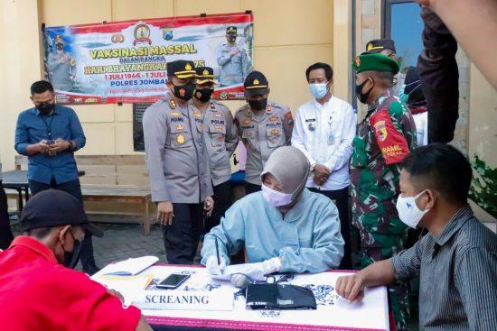 Polres Jombang Gelar Vaksinasi di Mapolsek Perak