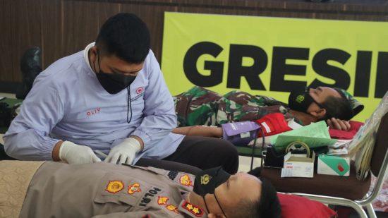 Sambut HUT Bhayangkara Ke-75, Polres Gresik Gelar Donor Darah