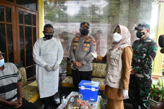 Dandim 0815, Kapolres dam Bupati Sidak Vaksinasi PPKM Mikro Desa Mejoyo