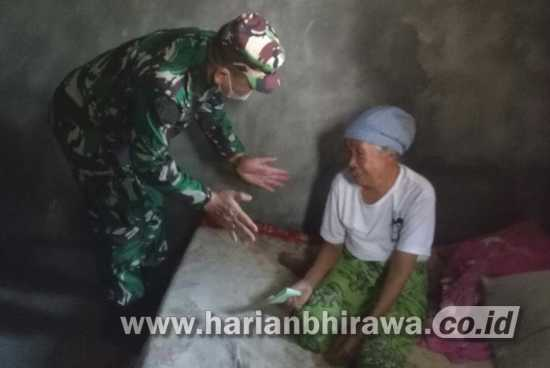 Satgas TMMD Ke-111 Beri Tali Asih Warga Desa Siwalan Gresik