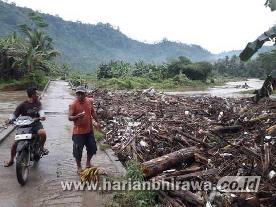 Hujan Lebatdi Kecamatan Tirtoyudo Sebabkan Banjir dan Jembatan Putus