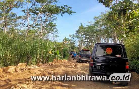 Aktivitas Warga Desa Srigonco Kabupaten Malang Terganggu Akibat Jalan Rusak