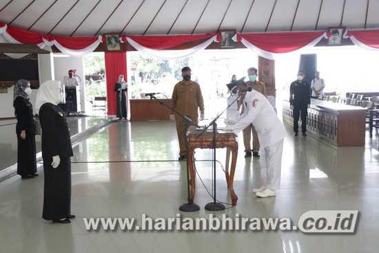 Bupati Bojonegoro Lantik PAW Kepala Desa Sumberagung dengan Protkes Ketat