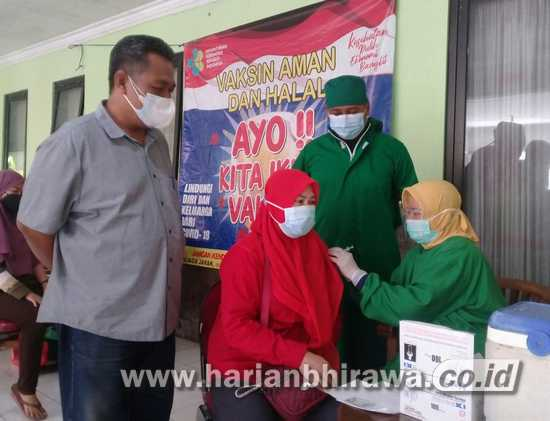 Kecamatan dan Puskesmas Buduran Sidoarjo Vaksinasi 500 Warga